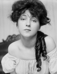 Evelyn-Nesbit-photo-by-Gertrude-Kasebier-cropped.jpg